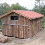 Exemple de réalisation: Abri de jardin en dosses (image Google)