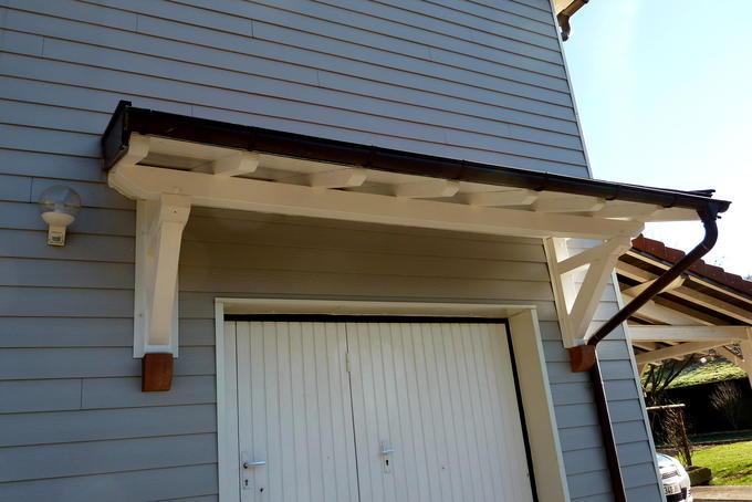 Auvent de porte de garage